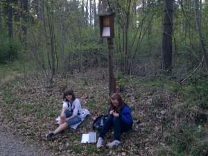 Die Mädchen beim Relaxen auf den Ameisen :-)