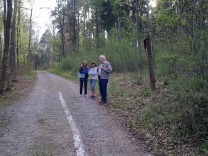 Michelle, Vanessa und Peter im Wald :-)