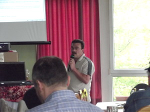 Jo, DL3ARM, beim Vortrag Amateurfunk auf Mittelwelle