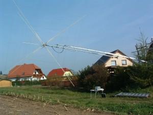 Antennenbau bei Hans, DL1FI (Quad am Mast montiert)