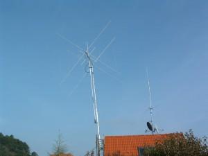 Antennenbau bei Hans, DL1FI (Mast fast in Endlage)