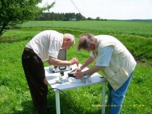 Dieter und Rainer bei Antennenmessungen